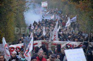1353174152-thousands-protest-against-notredamedeslandes-airport_1607221