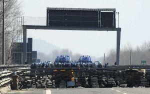 barricade_tunnel_lyon_turin_0